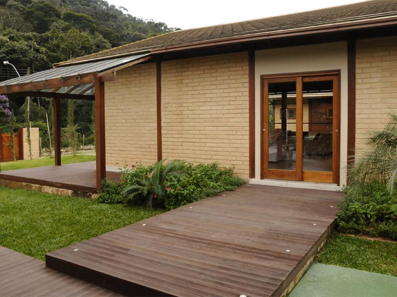 Casas de madeira com alvenaria